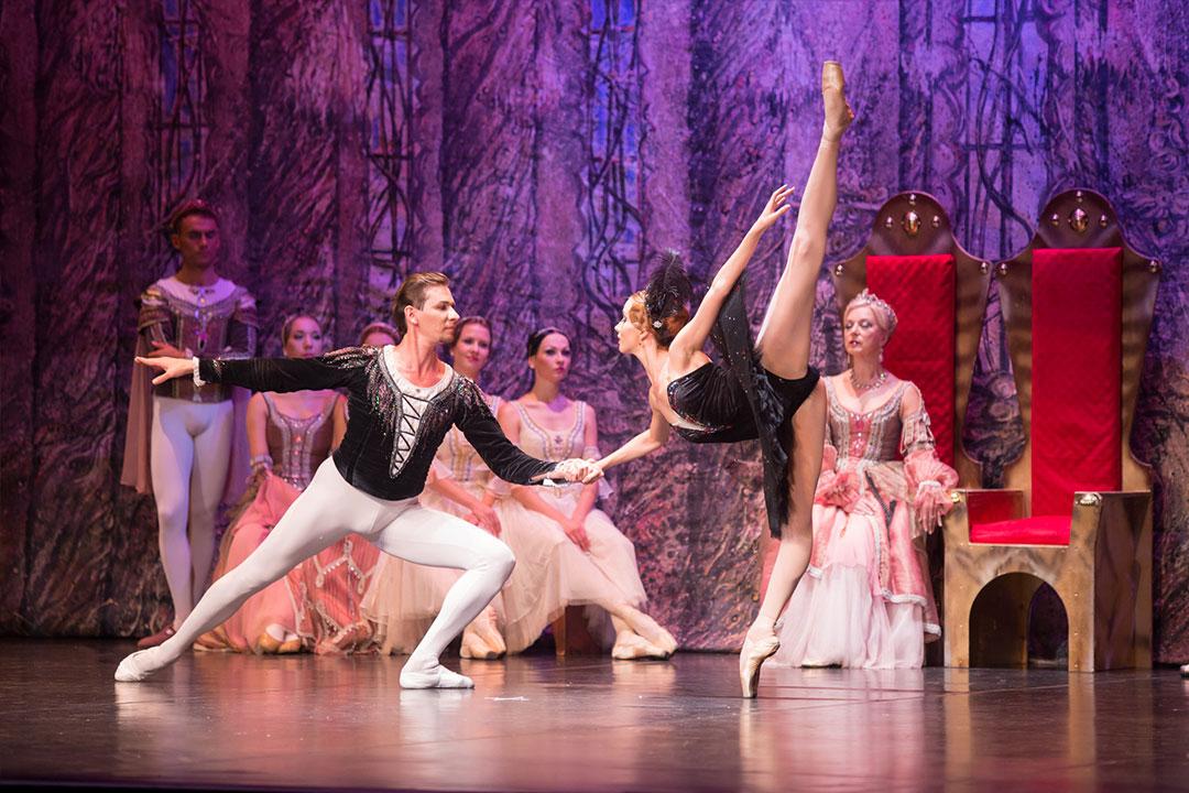 Lina Seveliova dancing Odile & Nariman Bekzhanov dancing Prince Siegfried in Swan Lake